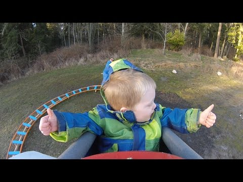 Isä rakensi pojalleen vuoristoradan takapihalle – Katso vauhdikas video!