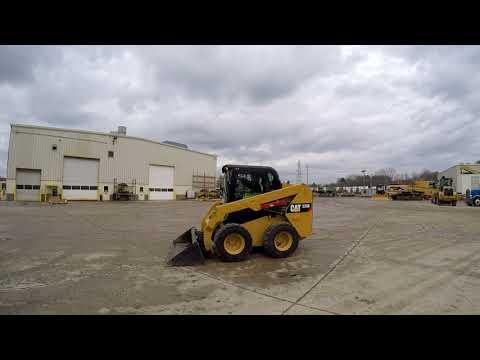 Caterpillar MINIÎNCĂRCĂTOARE RIGIDE MULTIFUNCŢIONALE 236D equipment video yPldxO013go