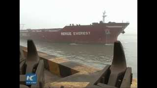 Video Super-large ore carrier from Brazil docks in China MP3, 3GP, MP4, WEBM, AVI, FLV Desember 2018