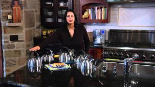 Crown™ 2 Quart Teakettle Demo Video Icon