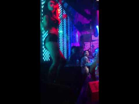 2 hot girl Hà Thành nhảy cực sung trên Bar