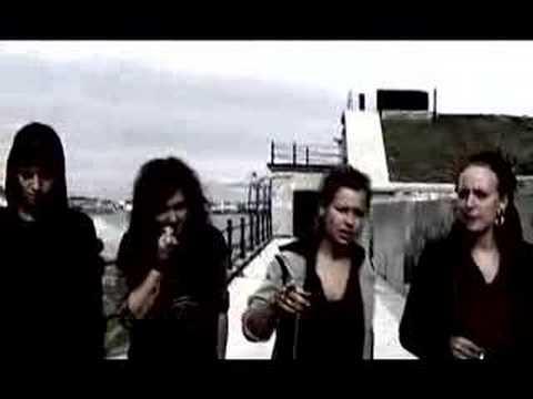 BeoFilm - 81 min. dokumentar om det nu nedrevne Ungdomshuset i København 500 Stenkastende Autonome Voldspsykopater fra Helvede er en dokumentarfilm om Ungdomshuset i å...