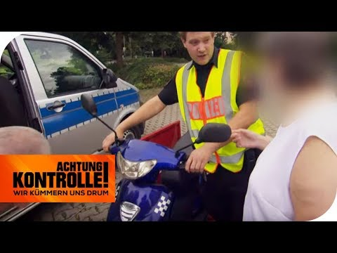 Roller zu schnell & keinen Führerschein! Polizei stoppt ältere Dame   Achtung Kontrolle   kabel eins