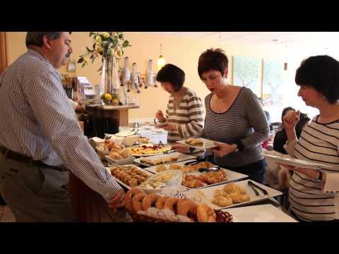 Kuzina by Sofia: Sunday Brunch in Santorini (Greek Buffet)