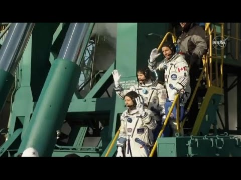 Sojus-Rakete: Drei Astronauten heben erfolgreich zur  ...