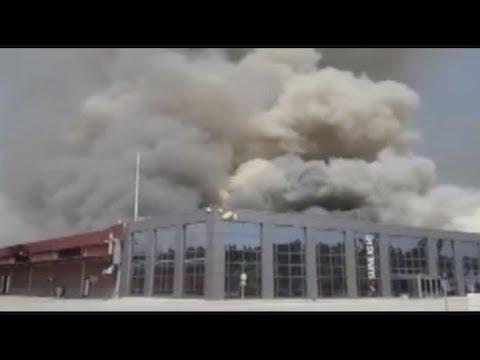 Δυνάμεις της Πυροσβεστικής από Μακεδονία και Θράκη επιχειρούν στο φλεγόμενο εργοστάσιο