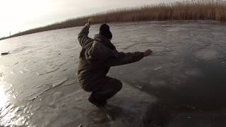 Зимняя рыбалка на окуня. Астраханская обл.с.Житное 6 января 2015