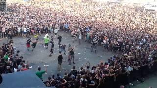 """Tak prezentuje się """"ściana śmierci"""" na koncercie! Pędzący, rozbawimy tłum może być groźny!"""