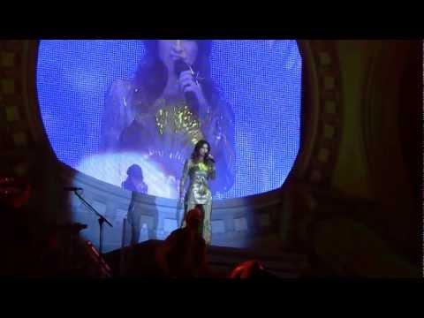 """""""bienvenido"""" (live barcellona 2012) - laura pausini"""