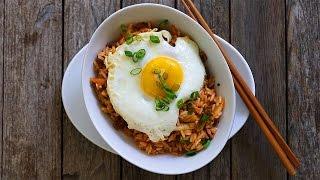 Koreanischer Gebratener Reis mit Kimchi (Kimchi Bokkeumbap)
