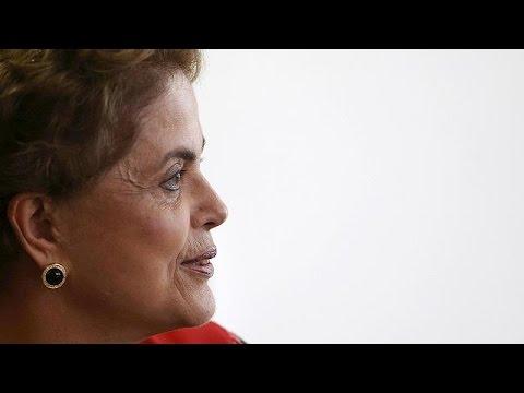 Βραζιλία: Στο χείλος του γκρεμού η πολιτική επιβίωση της Ντίλμα Ρούσεφ