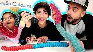 تحدي اكبر واطول جيلاتين بالعالم ضد رضا وزينب والعقاب؟ World's Largest ( Sour ) Gummy Worm Challenge