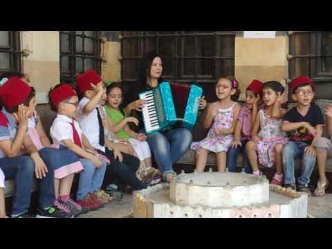 نشاط موسيقي لأطفال روضة المركز النادي الصيفي للعام 2016م في قصر العظم