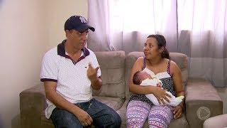 Intérprete de Libras traduz detalhes do parto para casal de deficientes auditivos em Marília