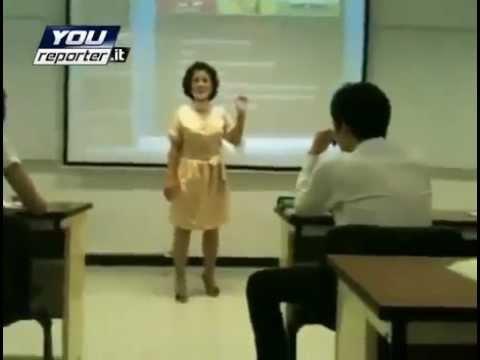guardate cosa fa questa insegnante cinese ad un suo alunno!