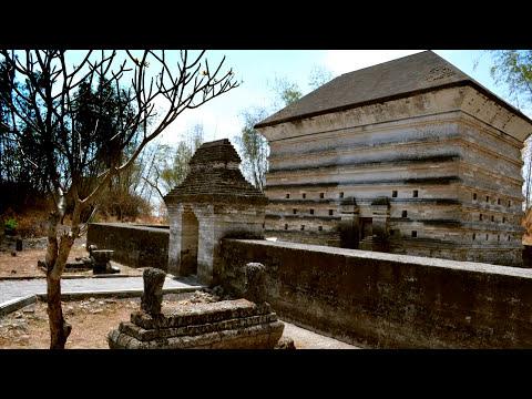 Makam Siti Fatimah Binti Maimun - Leran , Manyar - Gresik Jawa Timur