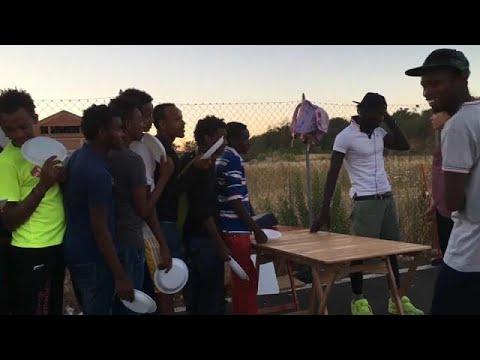 Συνεχίζουν να συρρέουν οι μετανάστες στις ιταλικές αρχές