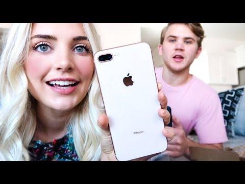 UNBOXING MY NEW GOLD IPHONE 8+!! (видео)