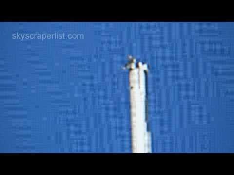 「[高所]世界一高い高層ビル「ブルジュ・ハリーファ」の頂上に座るトム・クルーズを望遠撮影した動画。」のイメージ