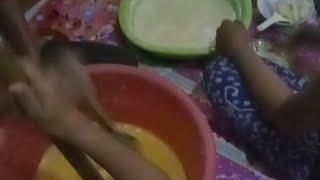 Inilah Proses Pembuatan Kue Baruasa Khas Makassar............