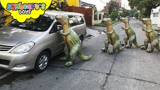 It's another rampaging dinosaur attack from the Balloon T-Rex Army - and we had an adrenaline car chase around town to evade the angry Tyrannosaurus Rex Dinosaurs. Good thing we brought our big nerf guns (Mastodon, Mega Thunderbow, Hyperfire) to fight back the Trex invasion - who's after Skyheart. We got lost in the jungle but we managed to escape... what will happen next?This video skit are for children who like dinosaurs for kids and toddlers.[CLICK HERE] Subscribe to our channel for more fun and toyshttp://youtube.com/c/SkyheartsToysChannel?sub_confirmation=1