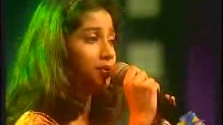 Shreya Ghoshal singing Jhumka Gira Re so flawlessly & also the great moment where she wins the championship :)