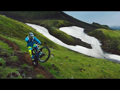 Freeride MTB Into the Dirt of Iceland (видео)