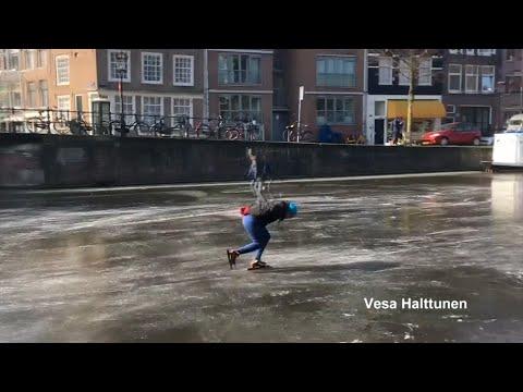 Winter in Amsterdam: Auf Schlittschuhen zur Arbeit