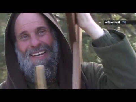 fratel biagio conte in cammino con la croce, da palermo a roma