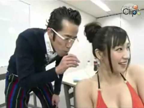 Trò hút sữa trên người thiếu nữ Nhật bị phản đối