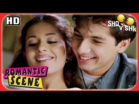 Video Shahid Checks Out Amrita's Personal Diary - Ishq Vishk Romantic Scenes - Superhit Romance download in MP3, 3GP, MP4, WEBM, AVI, FLV January 2017