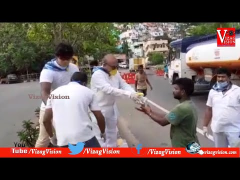 Sri Sathya Sai Seva Organization Distribution Food to Migrant Workers in National Highway,in Visakhapatnam,Vizagvision...