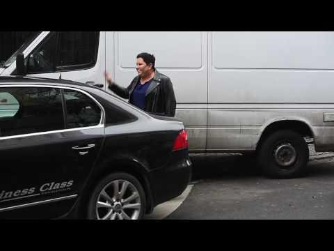Dorota Wellmann ucieka przed samochodem