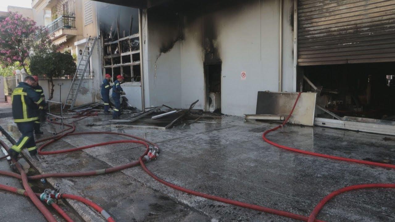 Υπό μερικό έλεγχο η πυρκαγιά σε αποθήκη ηλεκτρικών ειδών στο Περιστέρι