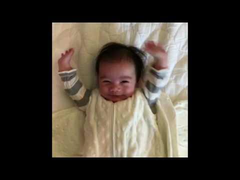 小寶寶自然地做出「這個動作」瞬間網路爆紅,爸爸把毛巾解開後的畫面你會跟著大笑!