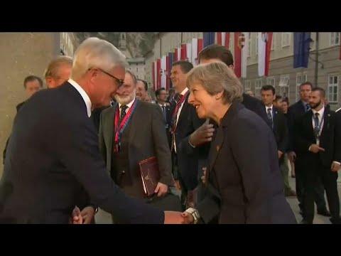 «Εξελιχθείτε» για να συμφωνήσουμε για το Brexit λέει η Μέι στους 27…