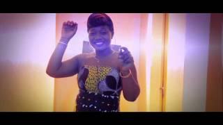 La chantre a la belle voie TOUSSY du Burkina. vous presente son dernier Clip Video La Paix 2013. que le seigneur garde le...