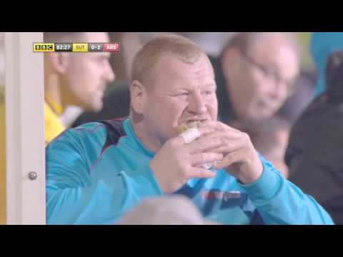 Wayne Shaw Eating A Pie (Sutton United Vs Arsenal)