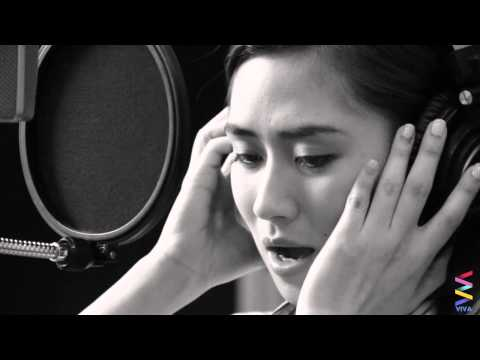 sarah - Bata, Bata, Ano Ang Pangarap Mo? Performed by: Sarah Geronimo Lyrics by: P. Ben Beltran, SVD Melody by: Nez Marcelo.