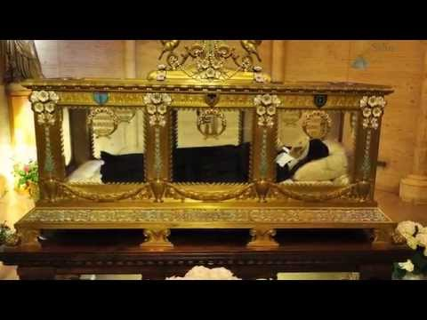 Bernadette - Video with Saint Bernadette Soubirous, the Seer of Our Lady, in Lourdes, France - Mystical Visit to Her Incorrupt Body, Intact Since Her Death, in 1879. Víde...