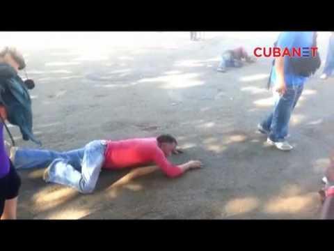 Cubanos devotos de San Lázaro llegando a iglesia del Rincón (видео)