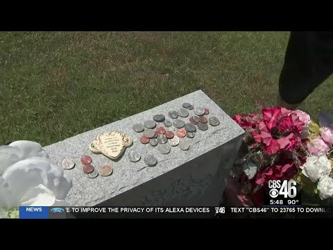 Tombstone thief takes coins of remembrance