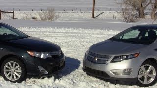 2012 Chevy Volt Vs Toyota Camry Hybrid Mashup Review&0-60 MPH Drive