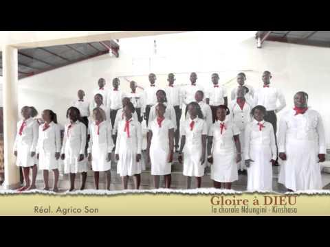 La chorale Ndungini - Gloire à Dieu