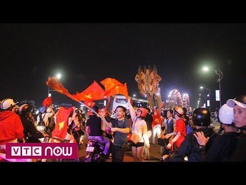 Đà Nẵng: Người hâm mộ ăn mừng đến sáng - Thời lượng: 67 giây.