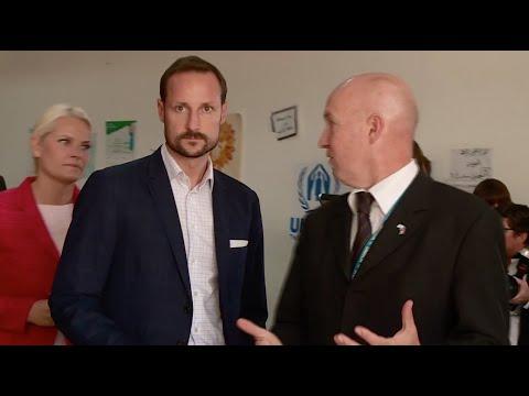 ولي عهد النرويج يزور اللاجئين السوريين في الأردن