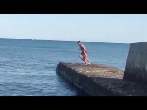 Подруга и дядя прыгают [Lerok smile pet] (видео)