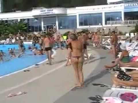 Russa da show na piscina