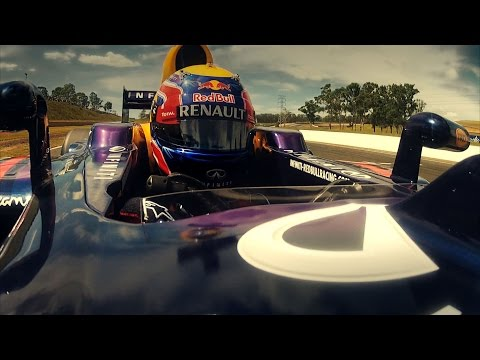 F1 - With help from Mark Webber, Jamie Whincup and Casey Stoner, its time to find out who will win in the battle between motorbike, supercar and Formula 1 car. Su...