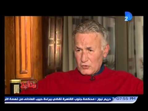 والد عزت أبو عوف كان يمنعه من البكاء بالضرب